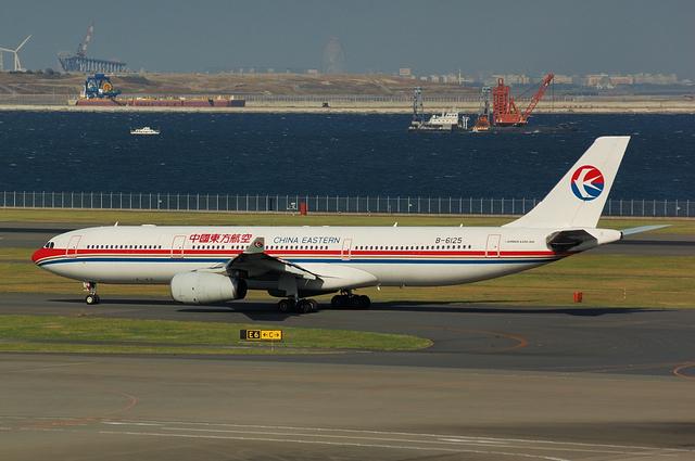 中国東方航空のAirbus A330-300 1