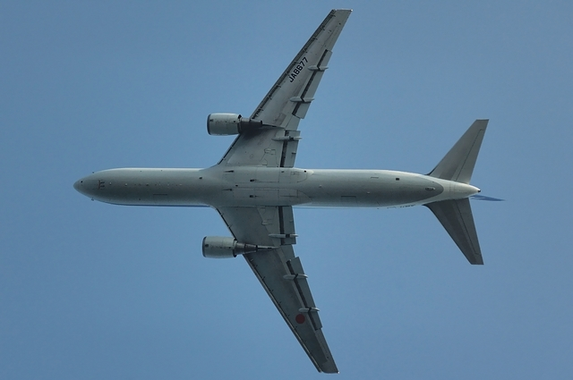 Boeing767-300(JA8677)