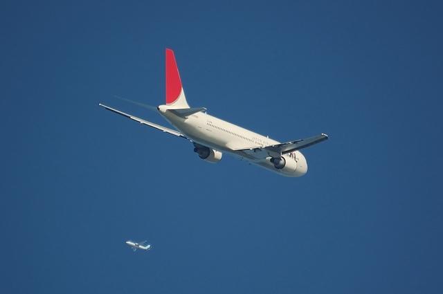 JAL Boeing767とANAの飛行機