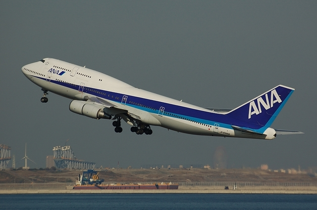 ANA Beogin747-400 Take Off