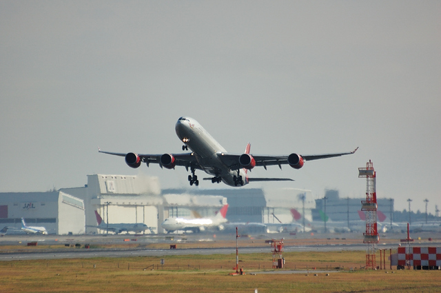 Virgin Atlantic Airbus A340-600 離陸