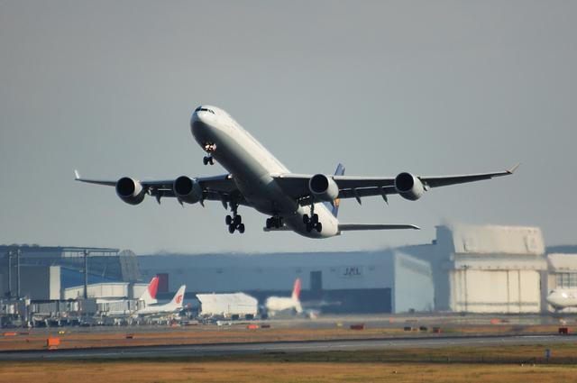 Lufthansa A340-600 1