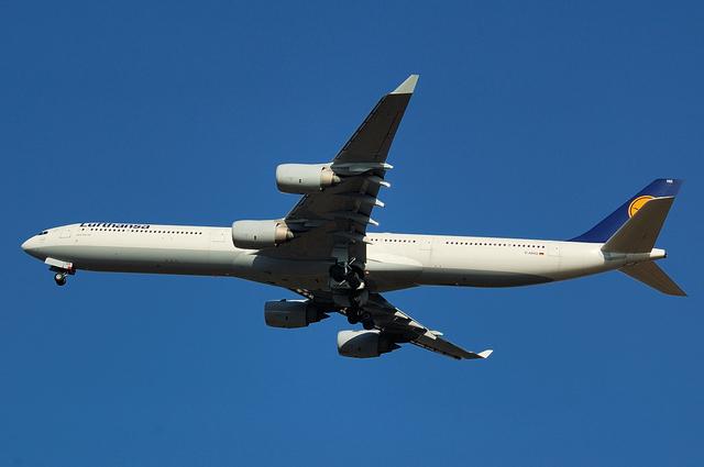 Lufthansa A340-600 3