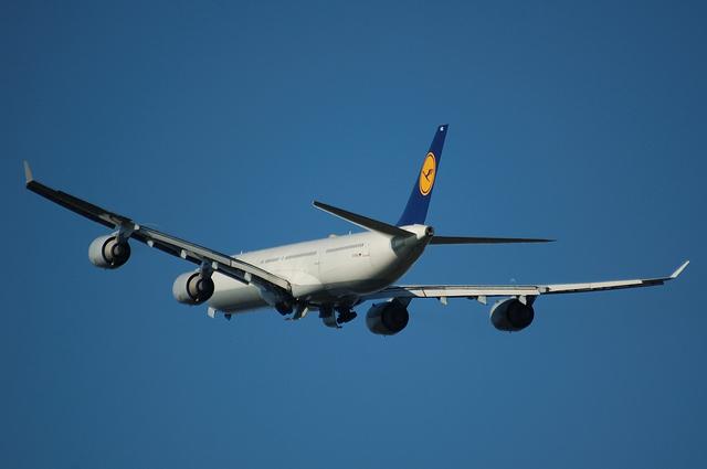 Lufthansa A340-600 5