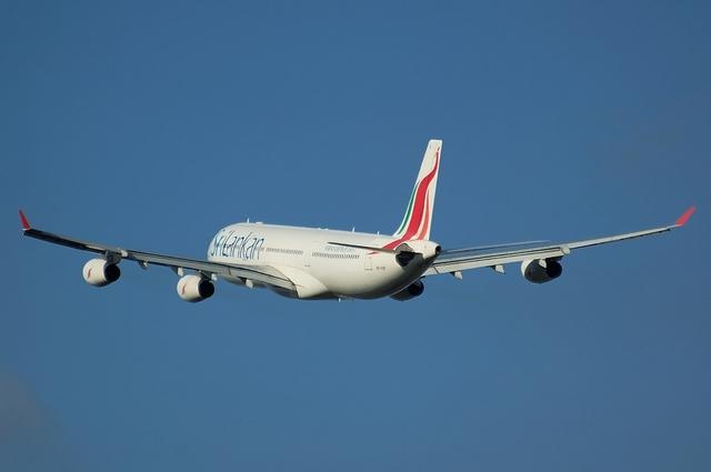 スリランカ航空 Airbus A340-400 上昇