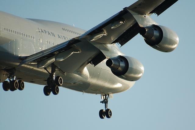 JAL Boeing747 R/W22 Landing