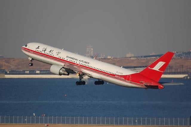 Shanghai Airlines Boeing767-300