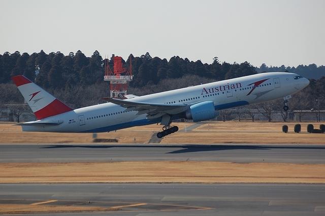Austrian Airlines Boeing 777-2Z9ER 1