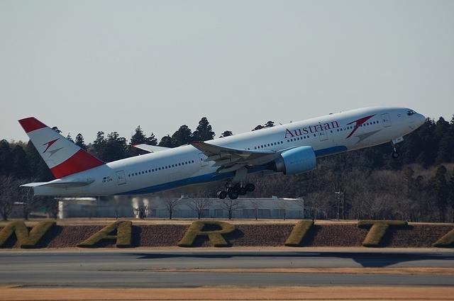 Austrian Airlines Boeing 777-2Z9ER 2