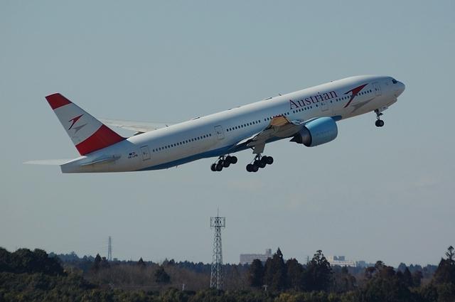 Austrian Airlines Boeing 777-2Z9ER 3