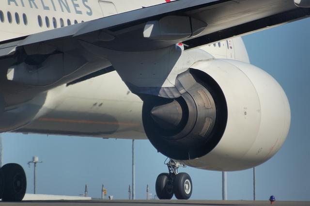 007の大きなエンジン
