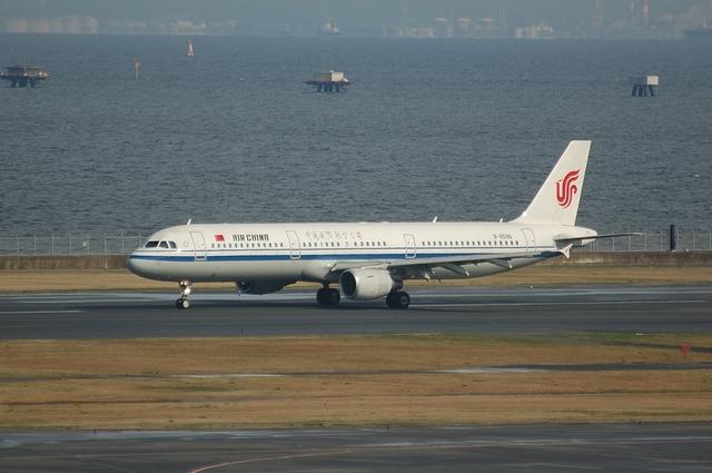 Air China Airbus A320-200(B-6596) 離陸滑走