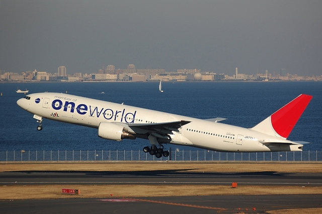 ONE WORLD Boeing777 Take Off