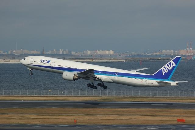 Boeing777-300 Take Off