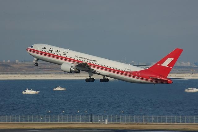 上海航空のBoeing767-300ER 上昇