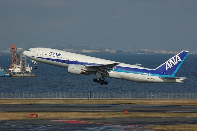 Boeing777-200 Take Off