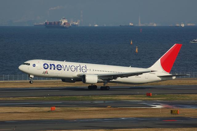 ONE WORLD Boeing767 Take Off