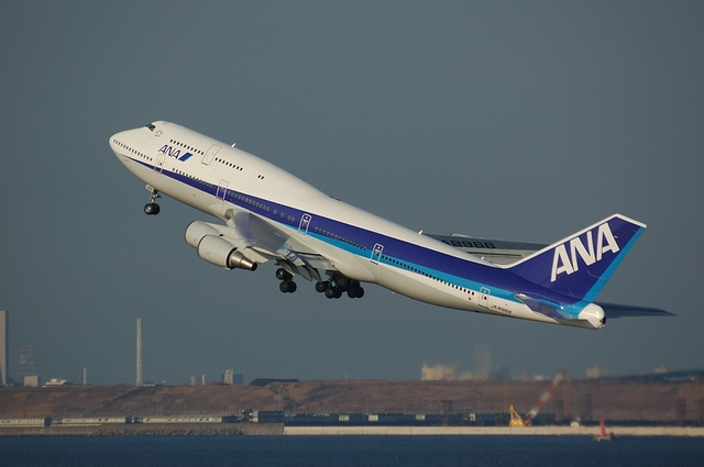 ANA Boeing747-400D 4