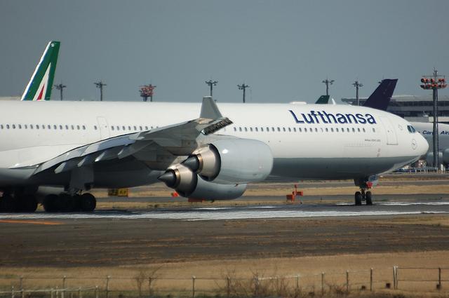 Lufthansa Airbus A340-642X 1