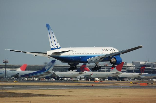 UA Boeing777_NEW 4