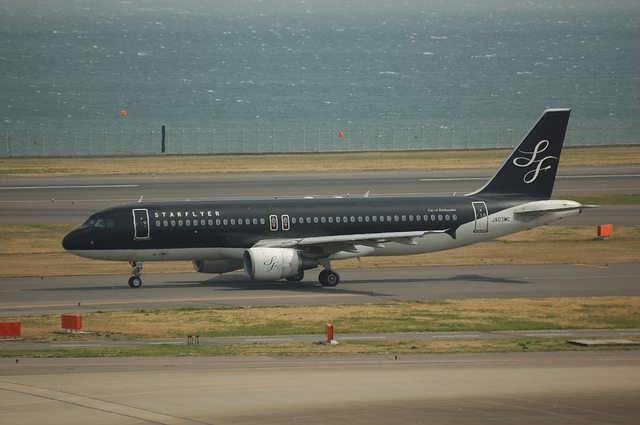 SFJ Airbus A320 Taxi to runway