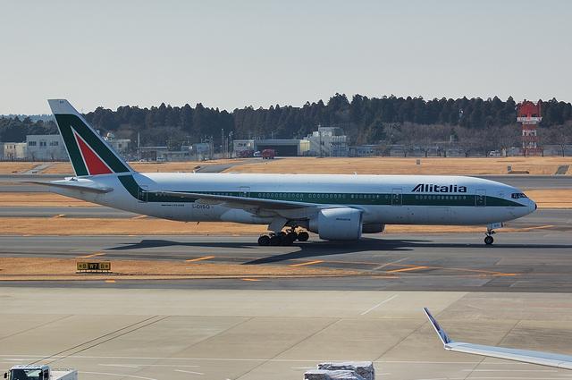 Alitalia Boeing777-200ER 5