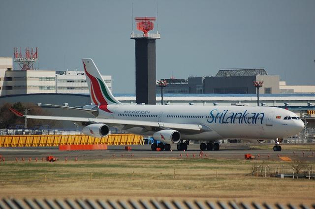 スリランカ航空のAirbus A340-300 1