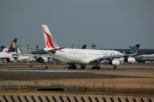 スリランカ航空のAirbus A340-300 3