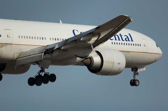 Continental Airlines Boeing777-200ER 4