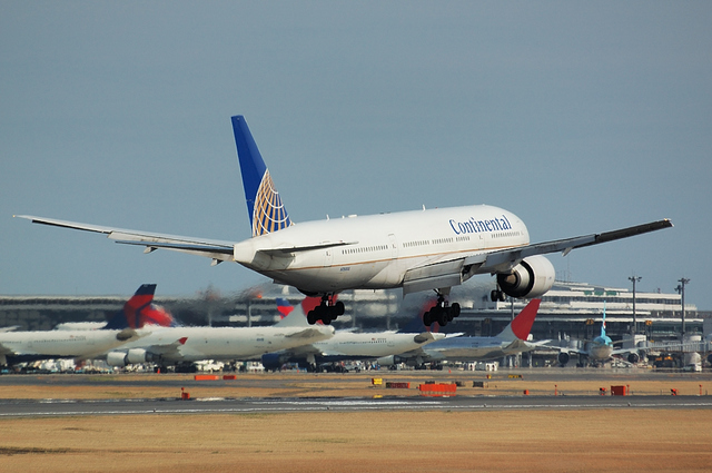 Continental Airlines Boeing777-200ER 5