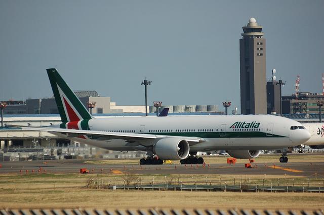 Alitalia Boeing777-200ER 1
