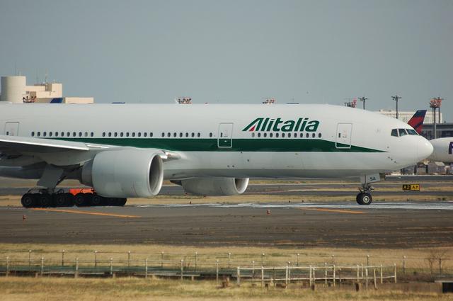 Alitalia Boeing777-200ER 2