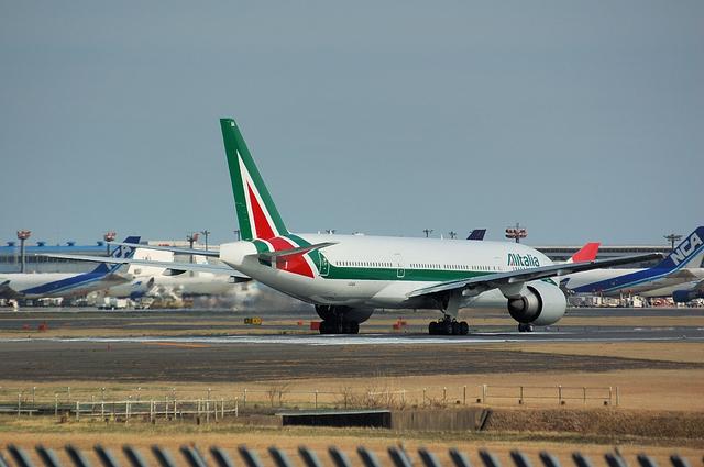 Alitalia Boeing777-200ER 4