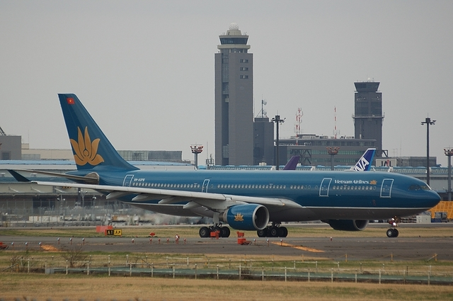 Vietnam Airlines Airbus A330-200 3