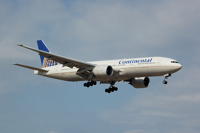 Continental Airlines Boeing777-200ER 2