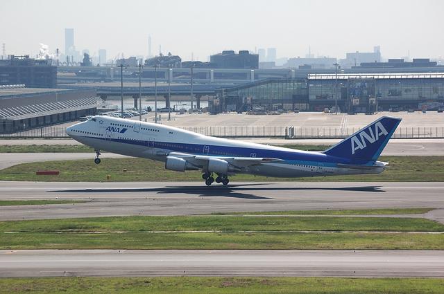 ANA Boeing747 RWY16R テイクオフ 1