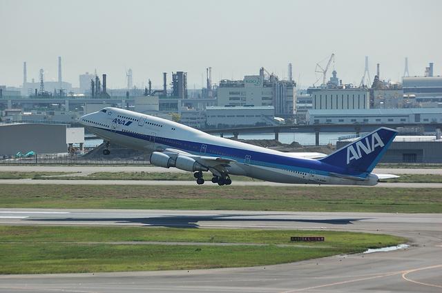 ANA Boeing747 RWY16R テイクオフ 2