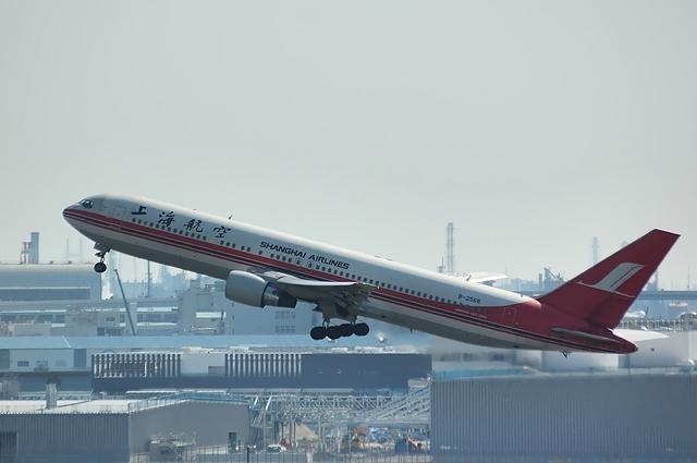 Shanghai Airlines Boeing767-300ER 2
