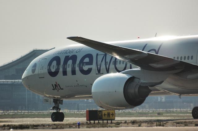 ONE WORLD Boeing777-300 2