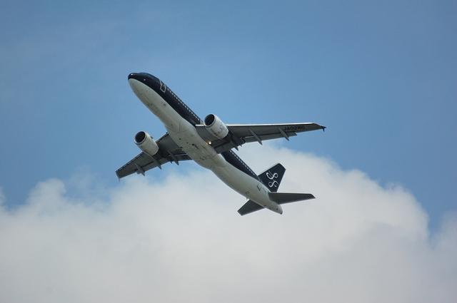 RWY16Rを離陸するSFJ Airbus A320 1