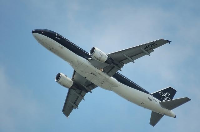 RWY16Rを離陸するSFJ Airbus A320 2