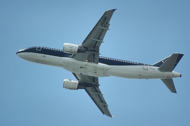 RWY16Rを離陸するSFJ Airbus A320 3