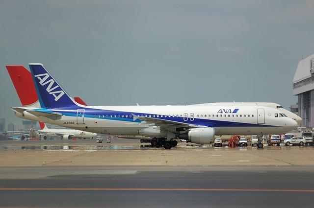 JALのB747とANAのA320
