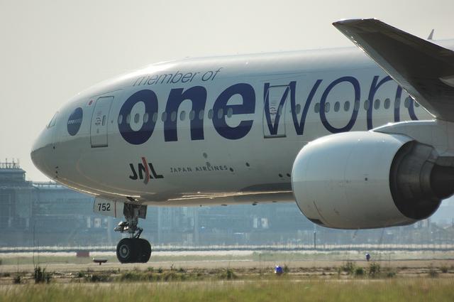 ONE WORLD Boeing777-300 1