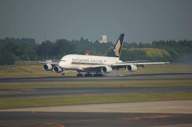 SQ A380 Landing 1