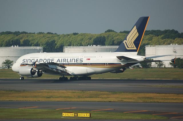 SQ A380 Landing 4