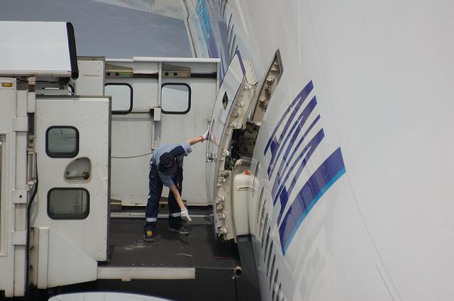 Boeing777 Door Open 6
