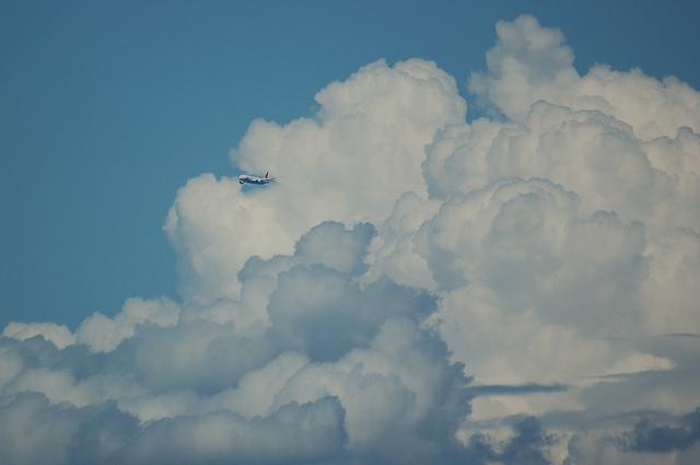 入道雲と飛行機 1