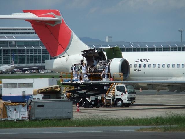 MD-90 エンジンメンテナンス中
