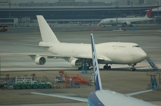 JAL B747-400 12